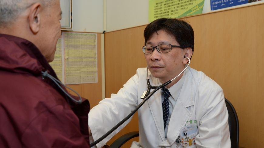 肺癌因患者發現的較晚,存活率較低,但隨著科技進步已有不錯的標靶藥物可供治療,台北就有一名婦人積極治療,打破癌末魔咒。 【肺癌】7年前被診斷罹癌 積極治療打破癌末魔咒