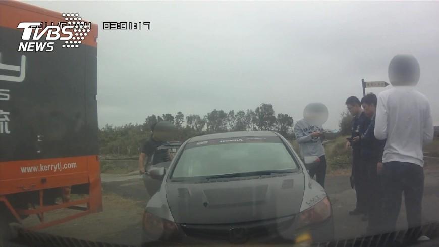 圖/TVBS 急著取款闖紅燈 車手遭警攔查狂扯謊