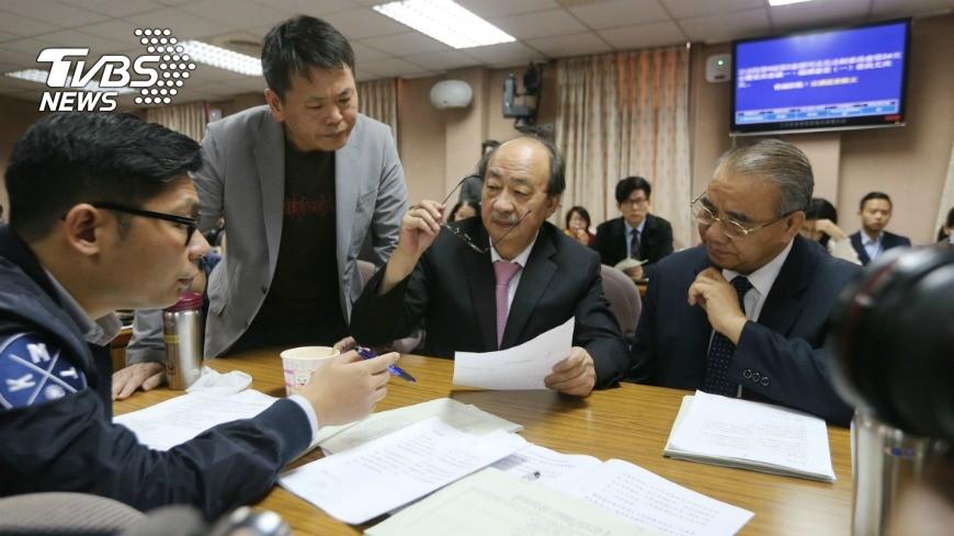 圖/中央社 立院初審 同性婚姻邁向法制化