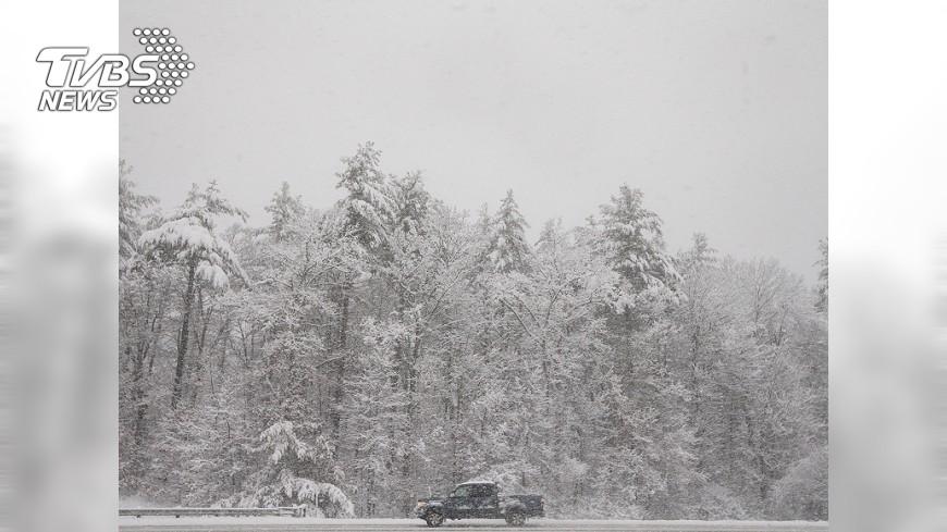 圖/達志影像美聯社 暴風雪冰封美北部平原 動彈不得