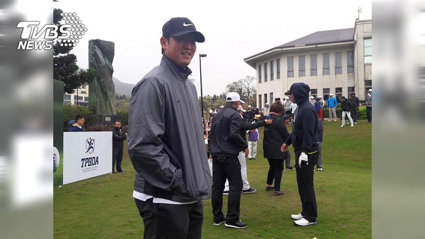 圖/中央社 王建民打高爾夫 最佳成績87桿