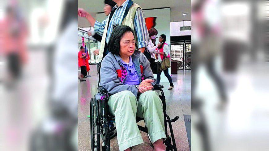 圖/新新聞 【新新聞】最大詐貸案女嫌  人前癱軟人後站立