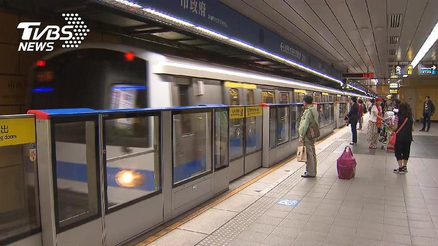 捷運免費上網造福許多民眾。示意圖/TVBS 通勤族哀嚎! 北捷列車免費WIFI今起退場