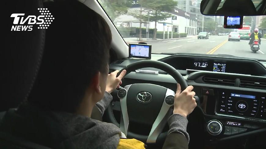 圖/TVBS資料畫面 駕駛注意!夏天開車上路 這2樣沒顧好準備等拖車