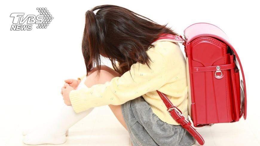 許多孩子在長假後重返校園,都會有「開學症候群」,專家說,要避免這類的問題產生,家長可陪伴孩子做收心操,也可利用日常生活的小技巧讓孩子不排斥上學。 孩子上學就全身痛! 4原則避免「開學症候群」