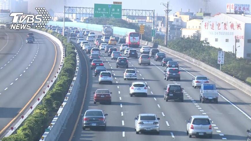 圖/TVBS 國慶連假  警估6日下午人車潮湧現