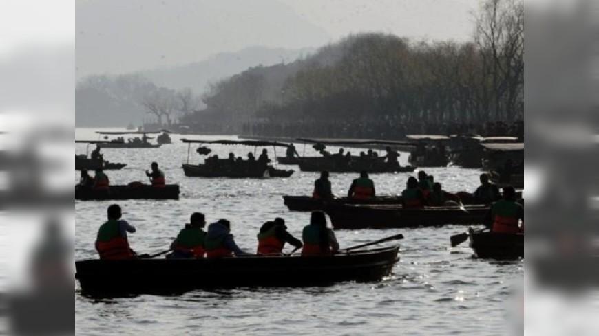 西湖「塞船」!陸春節擠爆 旅遊人數近2億