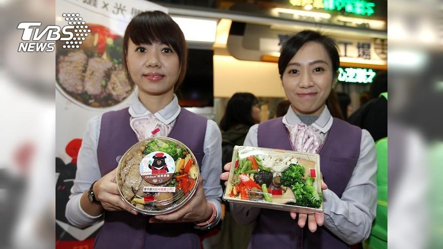 圖/中央社 宣傳台灣觀光 喔熊組長賣台鐵便當