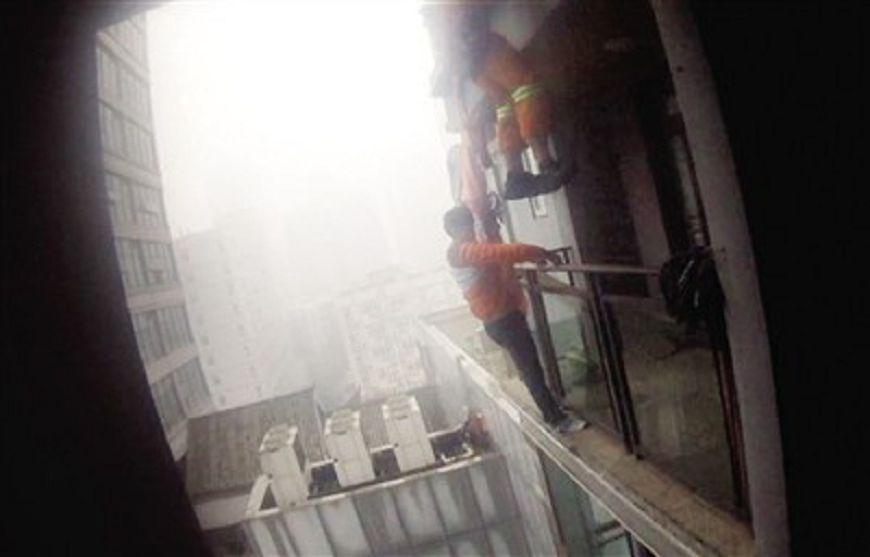 年輕人啊…國中生被趕起床不爽 從12樓跳下立馬後悔