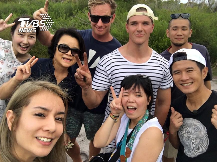 圖/TVBS 外國帥哥來救美 莎莎媚眼搭訕:「單身嗎?」