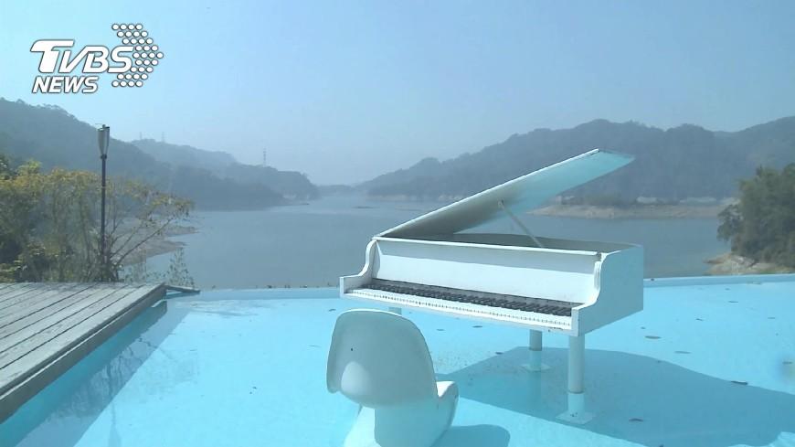 圖/TVBS 遇水則發!石缸泡湯、湖景民宿遇紅客滿