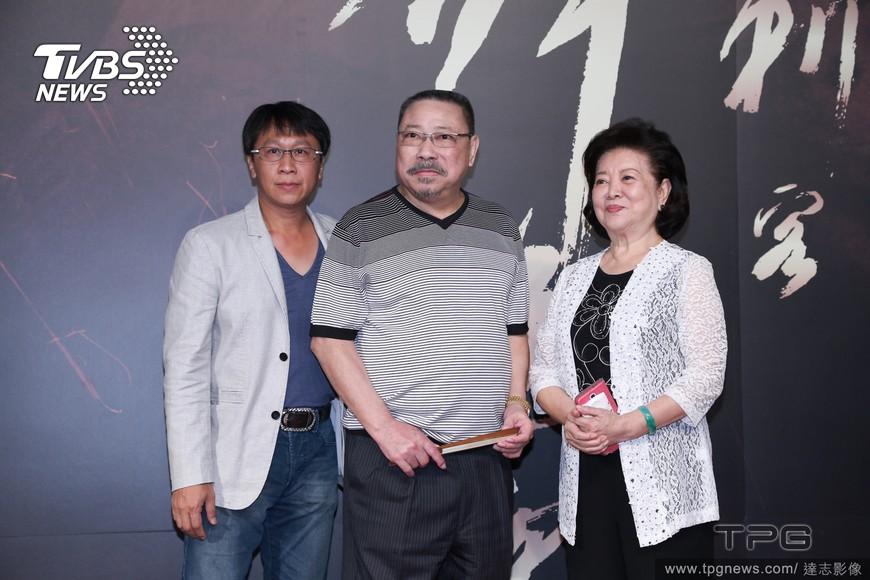 陳松勇(中)2015年曾出席侯孝賢執導《刺客聶隱娘》首映會。圖/達志影像TPG
