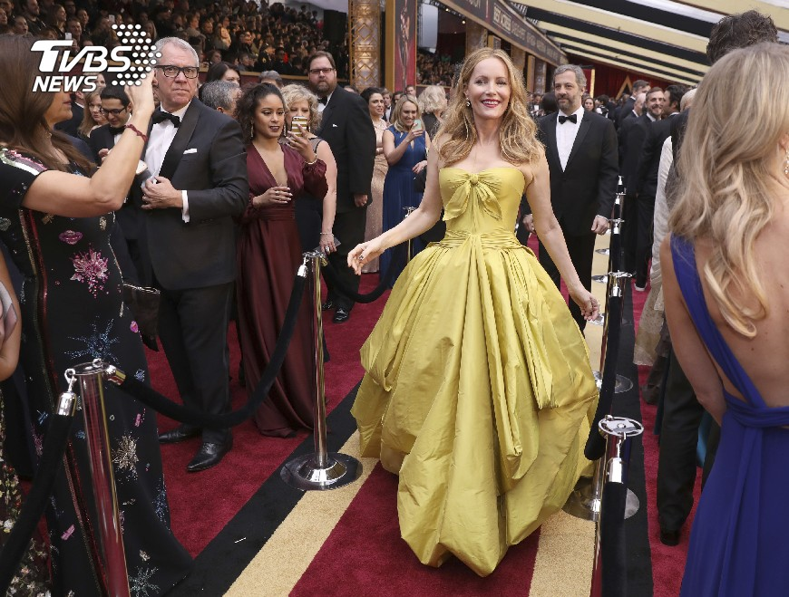 圖/達志影像美聯社 奧斯卡紅毯「金閃」 藍絲帶力挺公民自由