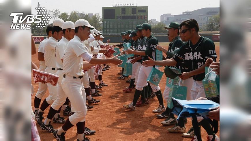 圖/中央社 台日百年棒球情誼 早稻田高苑交手