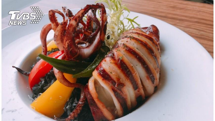 霸氣!台灣魷魚、波士頓龍蝦 通通搬上桌