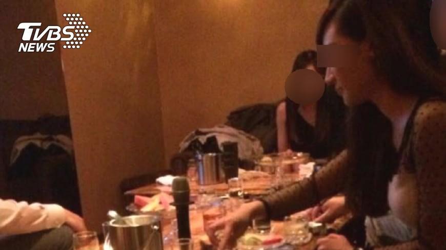 女大生在網路上看到高時薪工讀,面試後才發現是徵酒店小姐。示意圖/TVBS 「時薪700偶爾喝酒」 女大生面試才知徵酒店妹