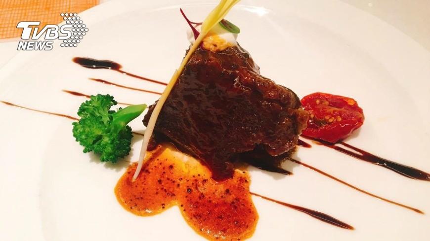 和牛頰肉佐松露肉汁醬