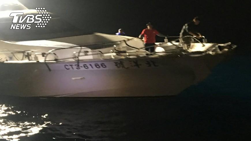 圖/TVBS 快訊/海軍光華六號飛彈快艇 撞上娛樂漁船