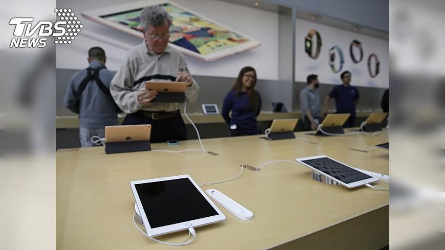 圖/達志影像美聯社 Apple驚喜秀新iPad 網友:價格不給活路走