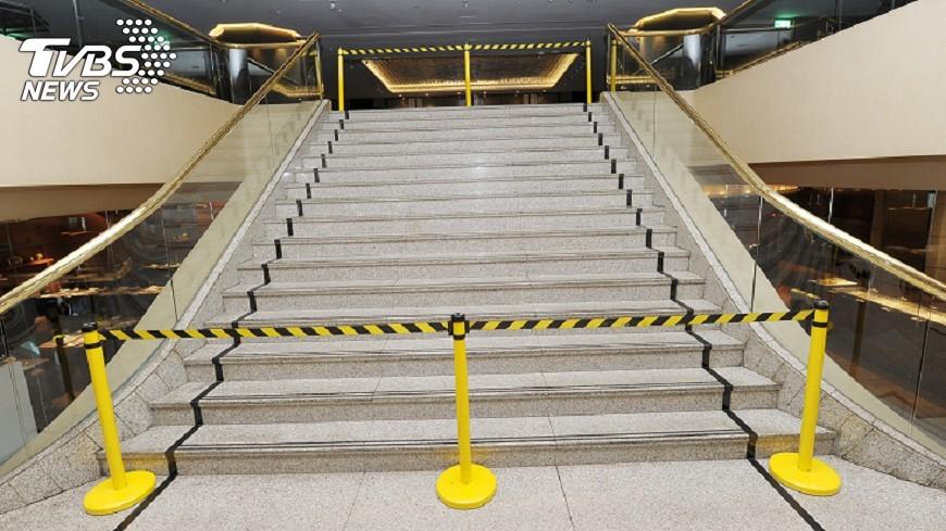 圖/中央社 晶華樓梯又摔人  柯文哲:裝扶梯很快
