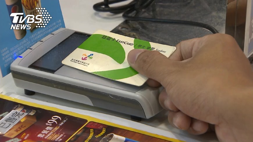 示意圖/TVBS 感應付款「等不到嗶聲」 低頭一看超丟臉:店員都笑了!