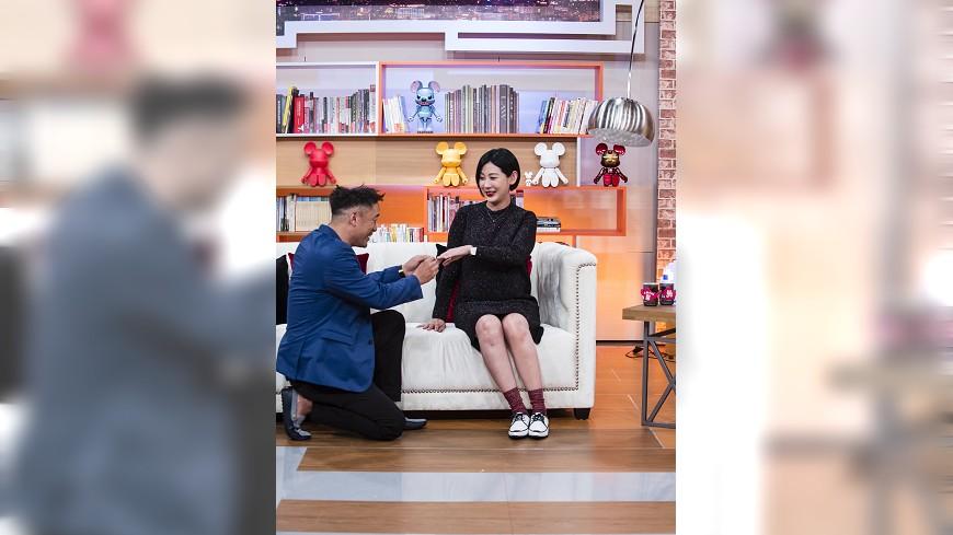 圖/TVBS 《小燕有約》張翰下跪告白 孕妻林利霏淚崩:我願意
