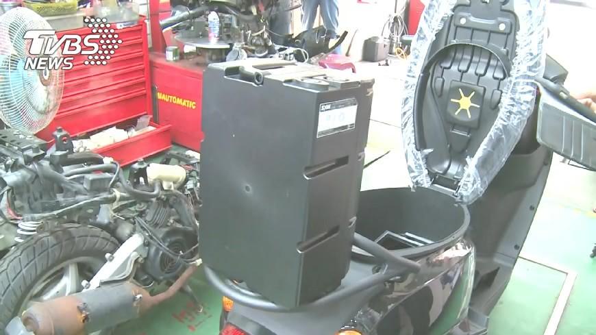 圖/TVBS 鋰電池怎爆?充電過熱、線路短路膨脹爆裂