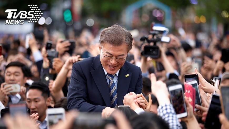 圖/達志影像路透社 文在寅登時代雜誌封面 北韓談判交給他