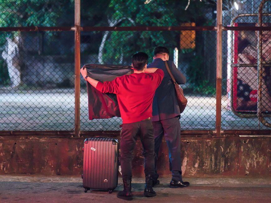 圖/TVBS 六月受氣 張書豪、黃遠「蓋布袋」伺候張翰