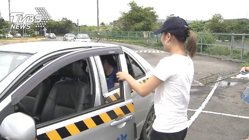 圖/TVBS資料畫面 雞腿也換不到了!汽車駕照9月起「扣分超重」變難考