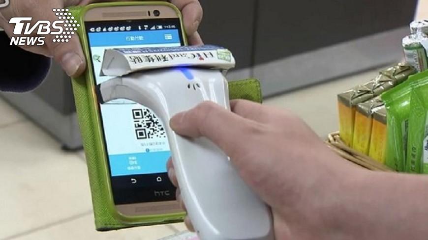 圖/TVBS 掃二維給小費 大陸消費者憂遭冷眼
