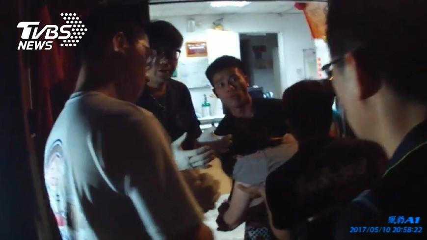 圖/TVBS 幸好有你!孕婦消防隊前急產 小隊長冷靜接生