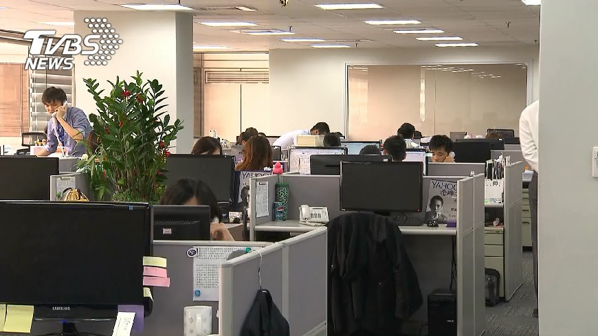 非新聞當事人。示意圖/TVBS資料畫面 「魚要產卵了」 雇主揭員工超瞎請假理由