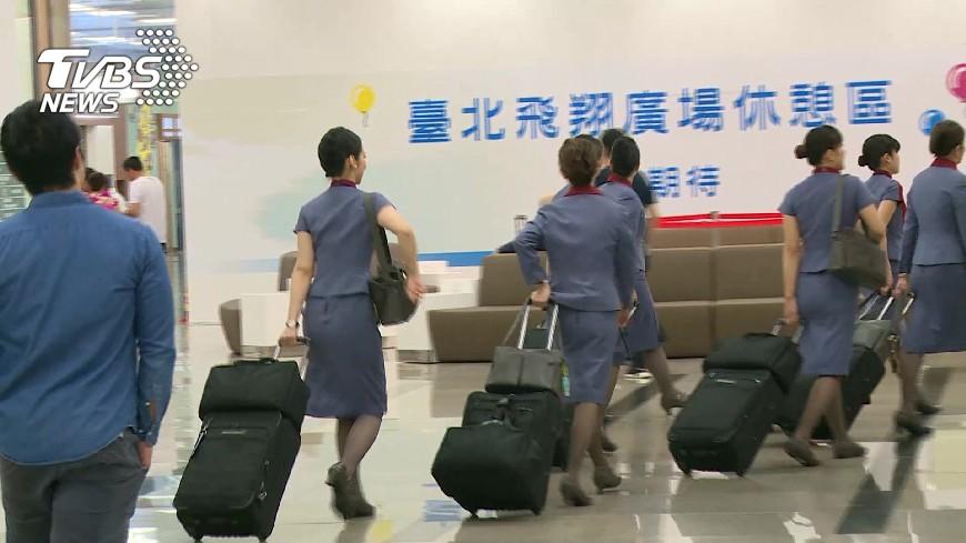 圖/TVBS資料畫面 奧客酸「不念書就要服侍人」 空姐高EQ反擊打臉