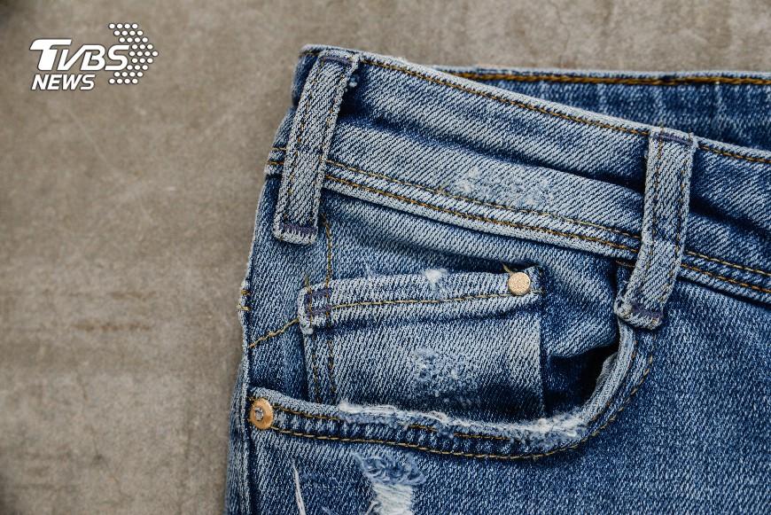 圖/TVBS 你不知道的黑暗秘密!牛仔褲染色過程恐致水汙染