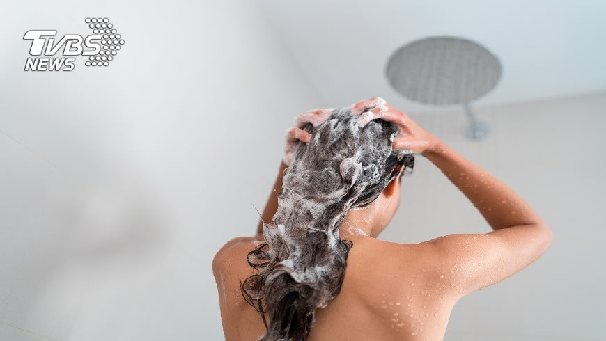 彰化縣一名男子不但偷裝針孔拍攝老闆妻女洗澡,甚至還誘騙上床。(圖/TVBS) 送貨員裝「古意」…裝針孔偷拍還睡老闆妻女