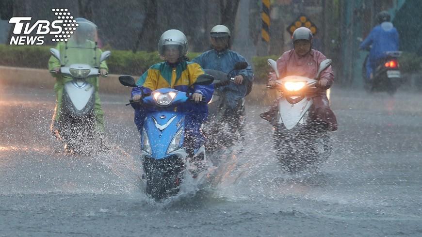 圖/中央社 OMG!週三梅雨鋒面到 吳德榮:影響時間長達7天