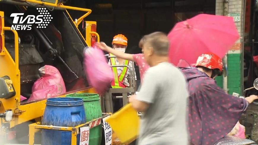 與新聞事件無關,非新聞當事人。示意圖/TVBS 迷糊媽丟垃圾也丟孩子 警沿途搜尋助返家