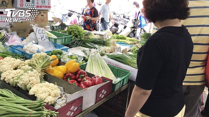 圖/中央社 豪雨恐影響菜價 農委會建議選購根莖類