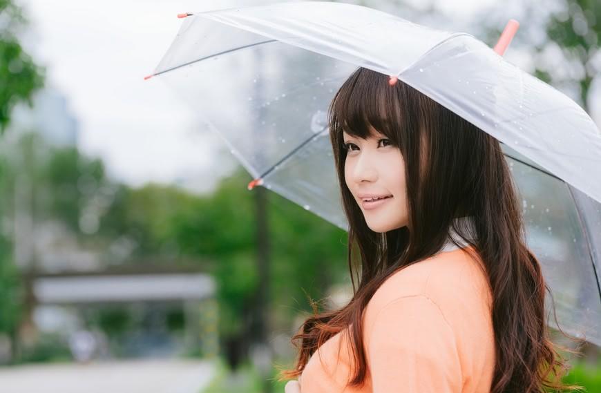 示意照。翻攝自《pakutaso》網站 梅雨季節好火大 這5點光用想的就覺得超麻煩