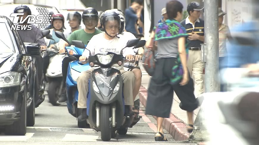 圖/TVBS資料畫面 米其林也中!3輪胎大廠全違規 機車族「狂吸致癌物」