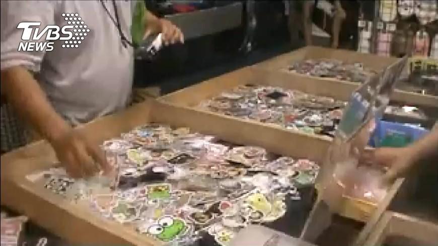 圖/TVBS 台南花園夜市賣假貨 攤販「淘寶」網購