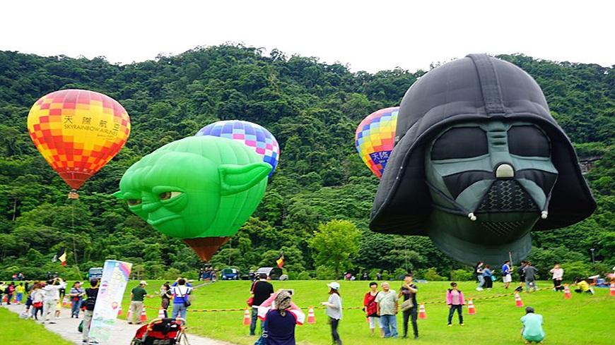 桃園市觀旅局/提供 星戰迷尖叫!尤達大師、黑武士熱氣球震撼升空