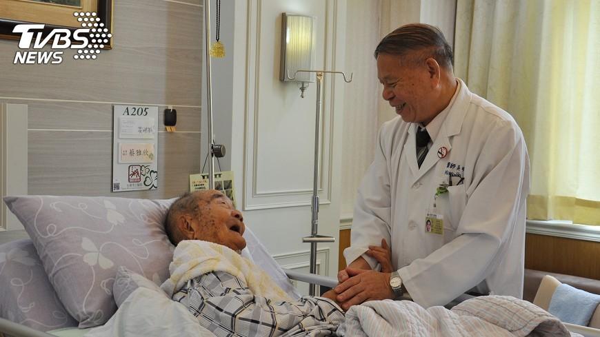 圖/中央社 9旬老翁罹患下咽癌 這樣開刀治好