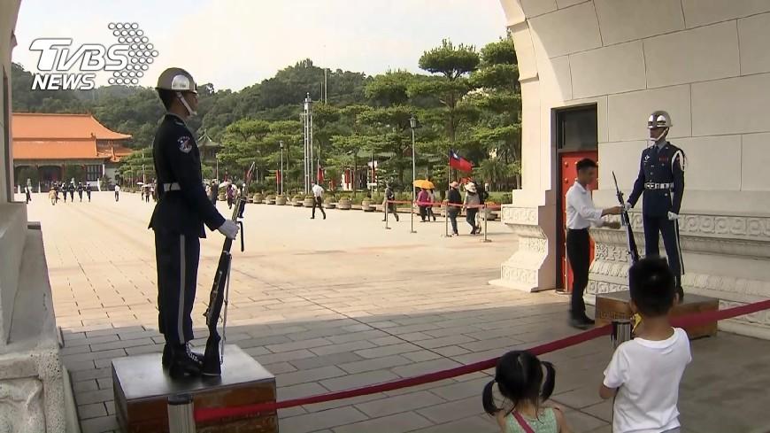 圖/TVBS資料畫面 快訊/儀隊撤出中正紀念堂 後備:檢討但非說了算