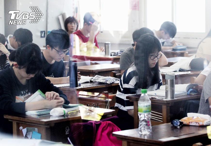 圖/中央社 國家考試延期 花蓮工會指考選部錯誤決策