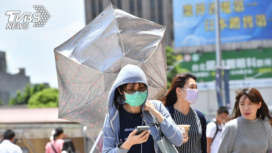 圖/中央社 吳德榮:晴朗炎熱 午後局部雷陣雨