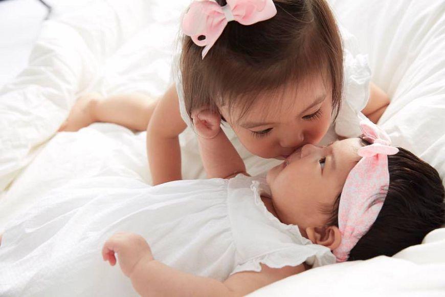 賈靜雯和修杰楷日前迎接小女兒BO妞。圖/賈靜雯臉書