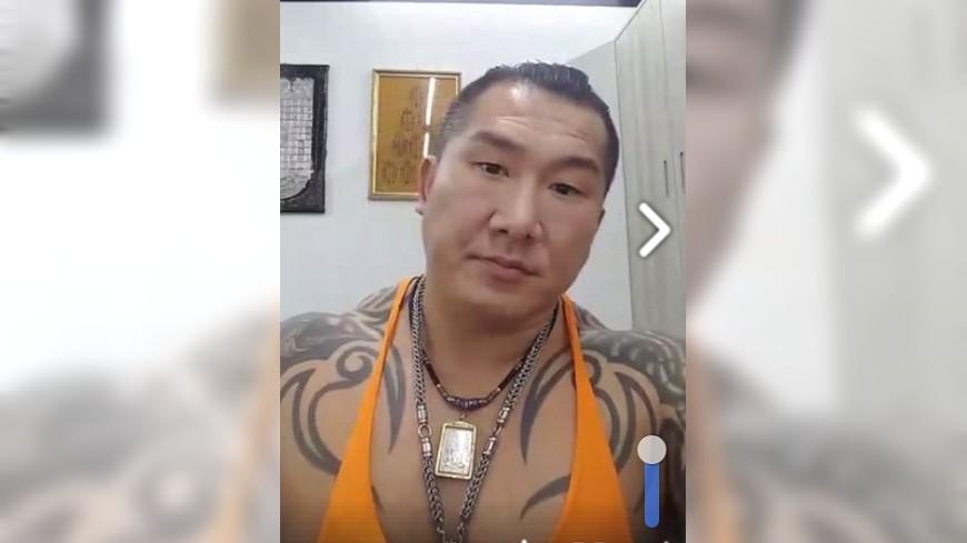 館長在直播中表示想要捐款幫助呂鴻毅一家人。圖/取自飆捍臉書