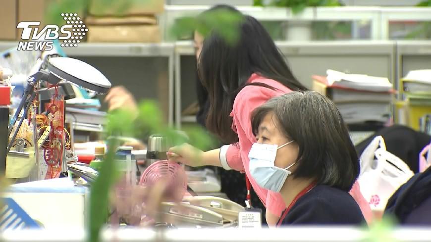 圖/TVBS 公務員不調薪 李來希:民間都在調